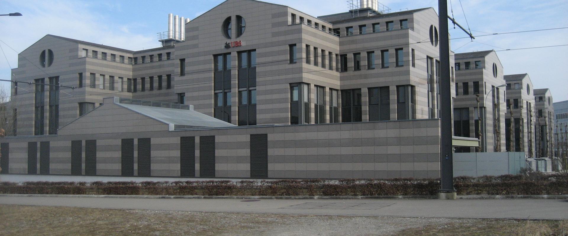 Ubs investment bank glattbrugg  // grafasasos gq